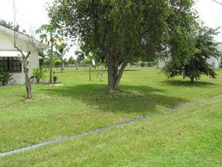 155 NW Curtis Street - Photo 1