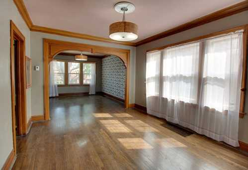 2426 Clarence Avenue - Photo 3
