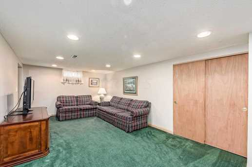 240 E Walnut Street - Photo 23
