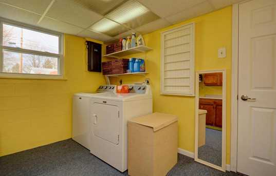 632 Moull Street - Photo 21