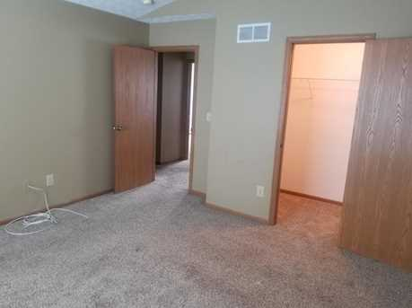 1095 Wesley Dr - Photo 9