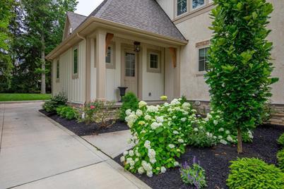 Stupendous 2170 Lane Road Columbus Oh 43220 Home Interior And Landscaping Analalmasignezvosmurscom