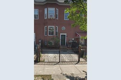1052 Kelly Street - Photo 1