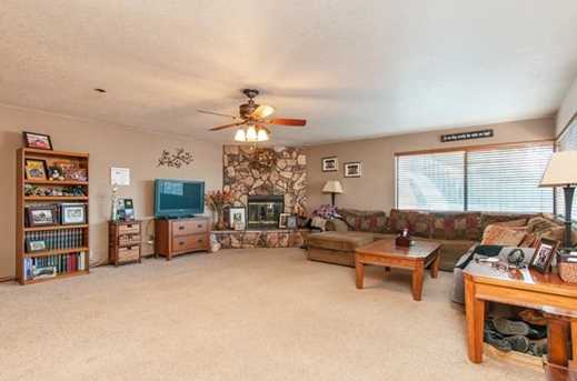 9290 Lakeview Terrace - Photo 4
