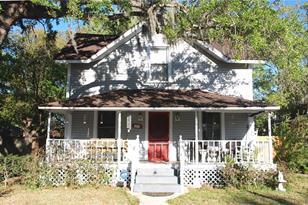 1215 S Oak Ave - Photo 1