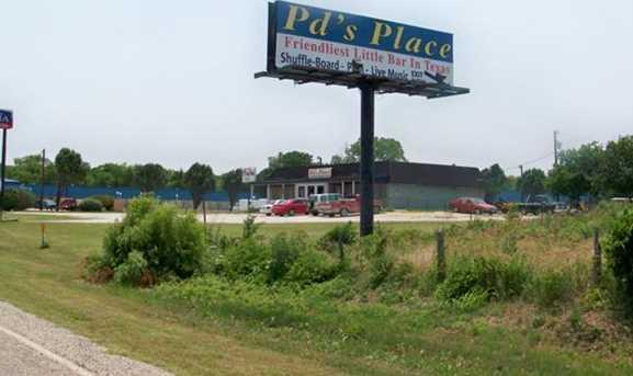 2105 N Interstate 35  N - Photo 3
