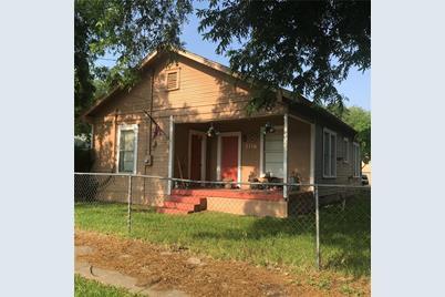2116 N Oak Avenue - Photo 1
