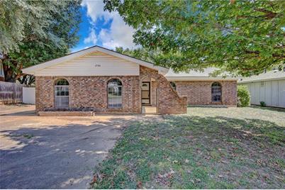 6984 Cox Lane, North Richland Hills, TX 76182
