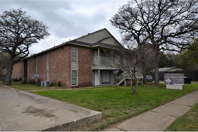 701  Oakwood Lane  #16 - Photo 1