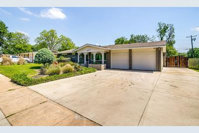 6200  Brentwood Drive - Photo 1