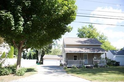 121 E Oak Street - Photo 1
