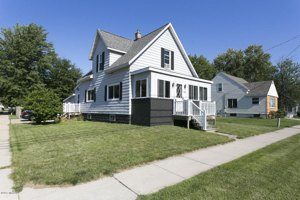 326 n state zeeland mi 49464 mls 17033274 coldwell for 3 4 houses in michigan