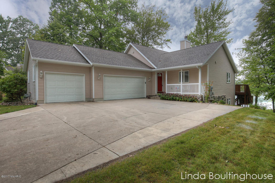 12595 blue lake point sand lake mi 49343 mls 17040910 for Sand lake private residences for rent
