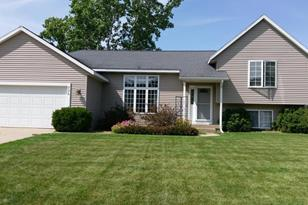 826 Meadow Dr - Photo 1
