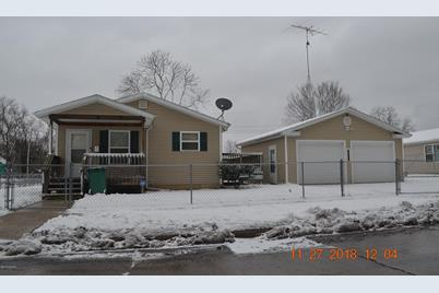 740 Buss Avenue - Photo 1