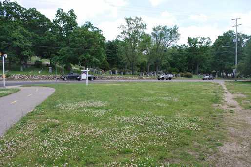 1123 Riverview Dr - Photo 1