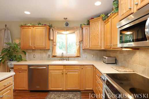 842 Houseman Avenue - Photo 9