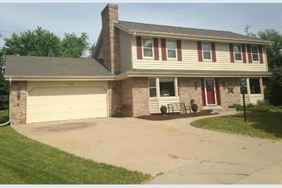 1202  Woodview Dr - Photo 1