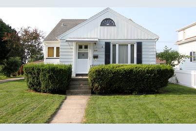 319  Marshall Ave - Photo 1