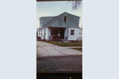 8111 W Kathryn Ave - Photo 1