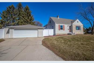 Magnificent 2890 S 83Rd St West Allis Wi 53219 Home Interior And Landscaping Palasignezvosmurscom