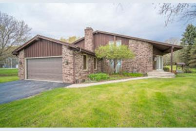 5700 Gray Log Ct, Cedarburg, WI 53024