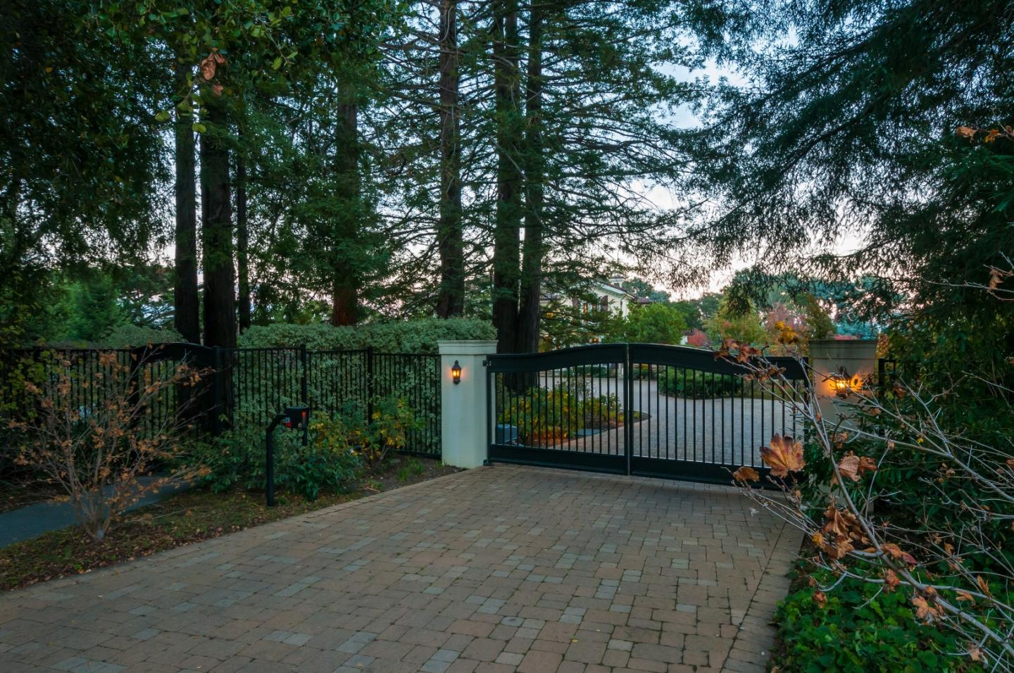Additional photo for property listing at 15 Woodgate Ct  HILLSBOROUGH, CALIFORNIA 94010