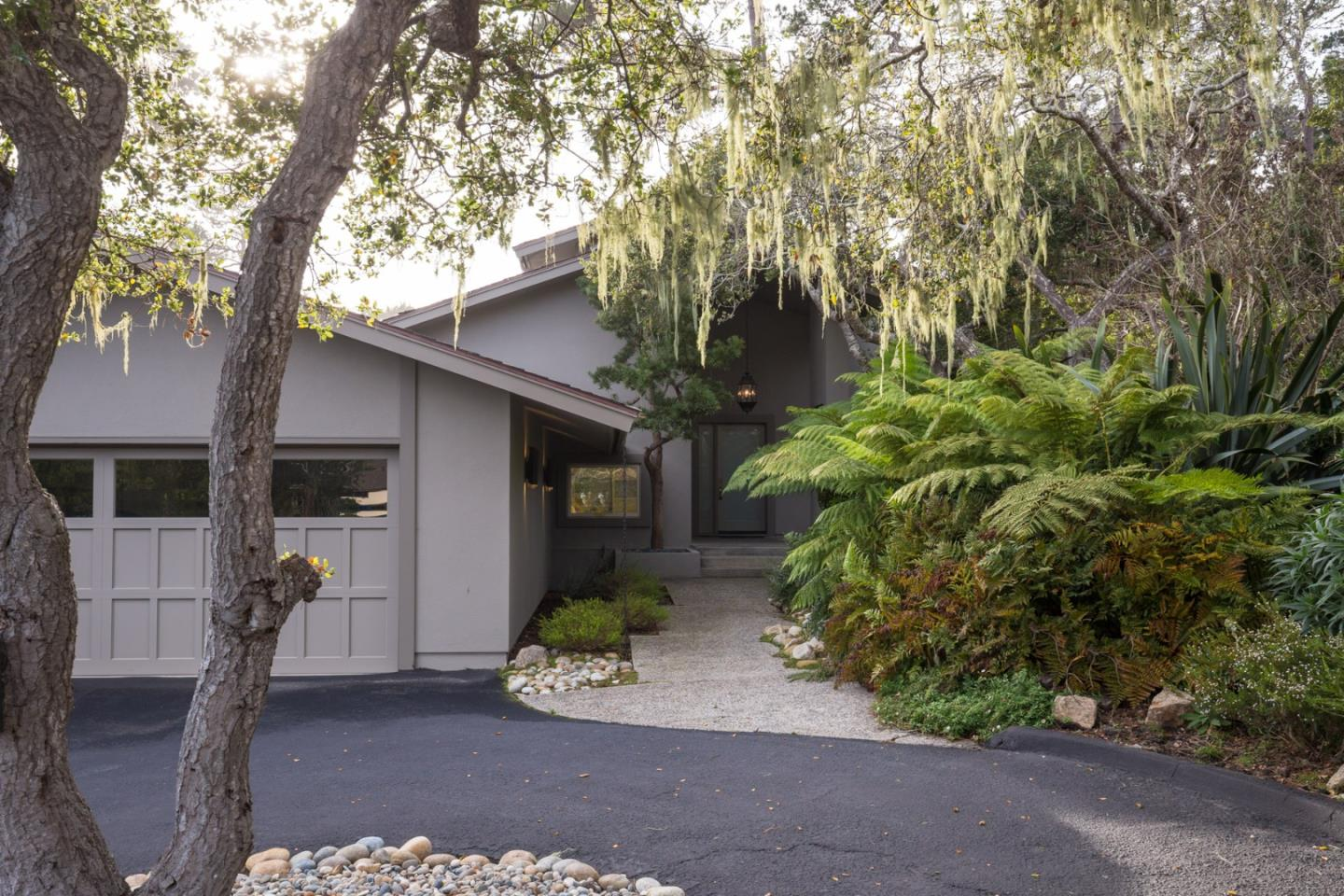 3301 17 mile dr 16 pebble beach ca 93953 mls 81548813 for 17 mile drive celebrity homes