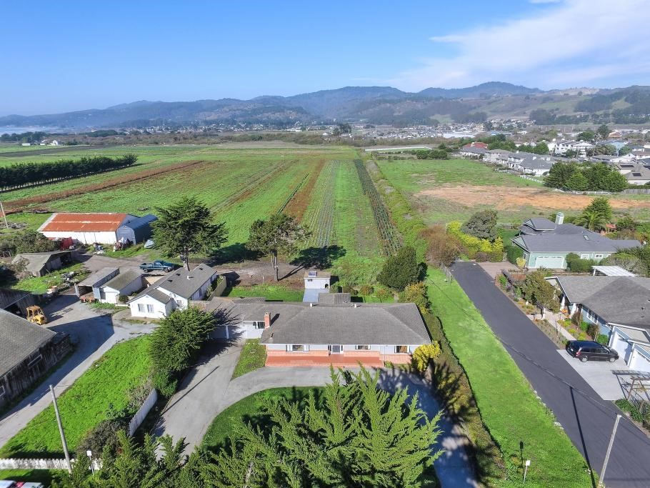 Additional photo for property listing at 331 Kelly Ave  HALF MOON BAY, CALIFORNIA 94019