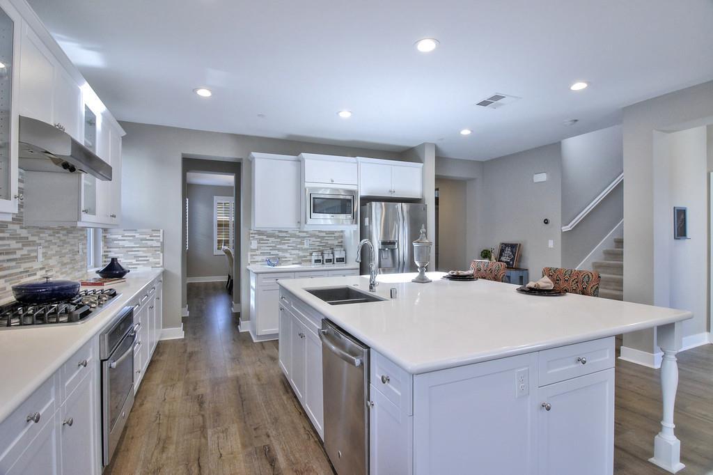Additional photo for property listing at 180 Christine Lynn Dr  MORGAN HILL, CALIFORNIA 95037