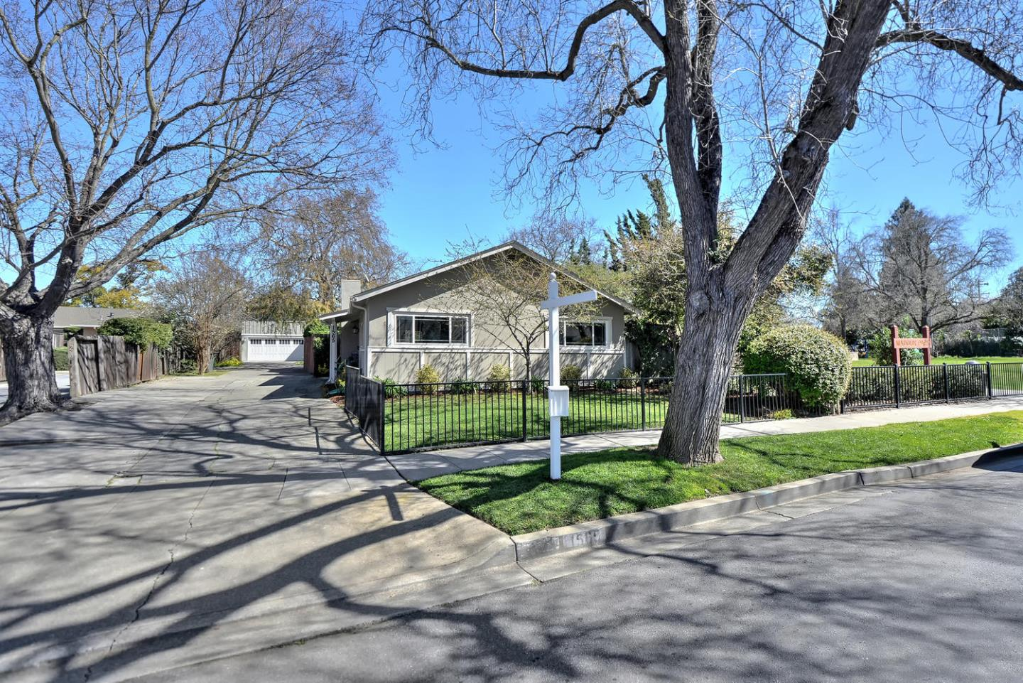 Additional photo for property listing at 1565 Maddux Dr  REDWOOD CITY, CALIFORNIA 94061
