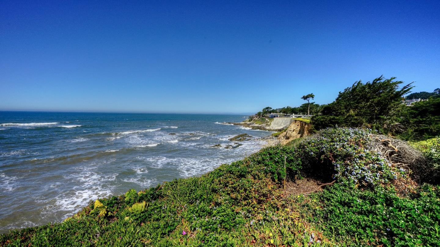 Additional photo for property listing at 97 Beach St  MOSS BEACH, CALIFORNIA 94038