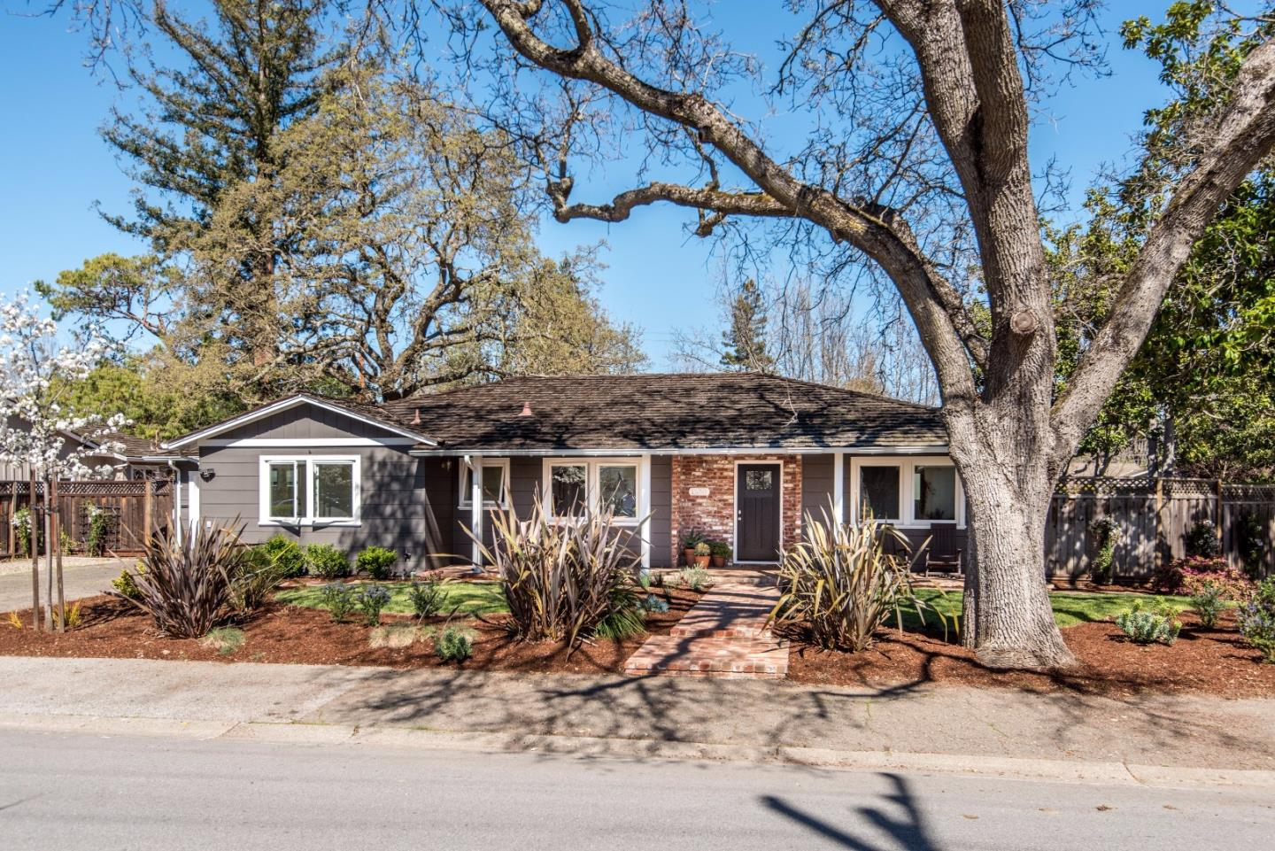 Additional photo for property listing at 1350 Elder Ave  MENLO PARK, CALIFORNIA 94025