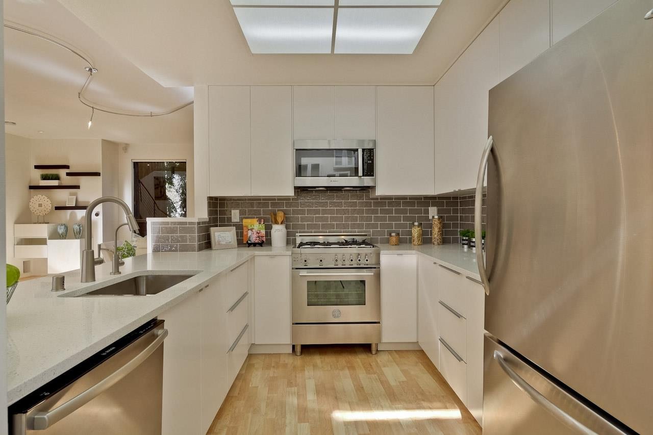 Additional photo for property listing at 10960 Lucky Oak Street St  CUPERTINO, CALIFORNIA 95014
