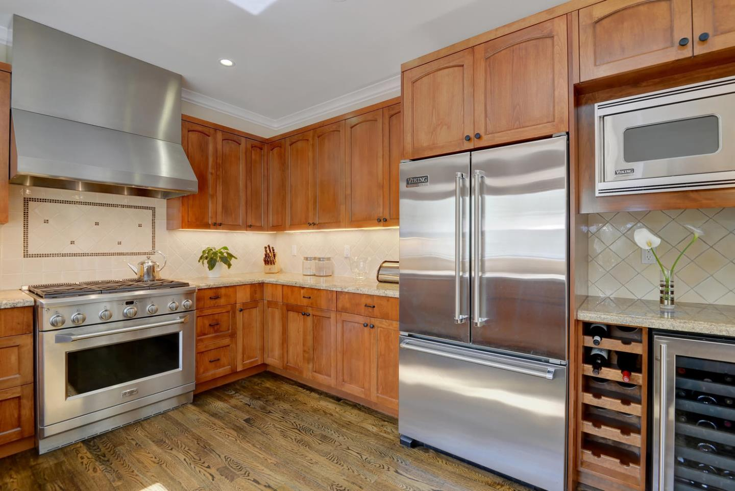 Additional photo for property listing at 410 Sequoia  REDWOOD CITY, CALIFORNIA 94061