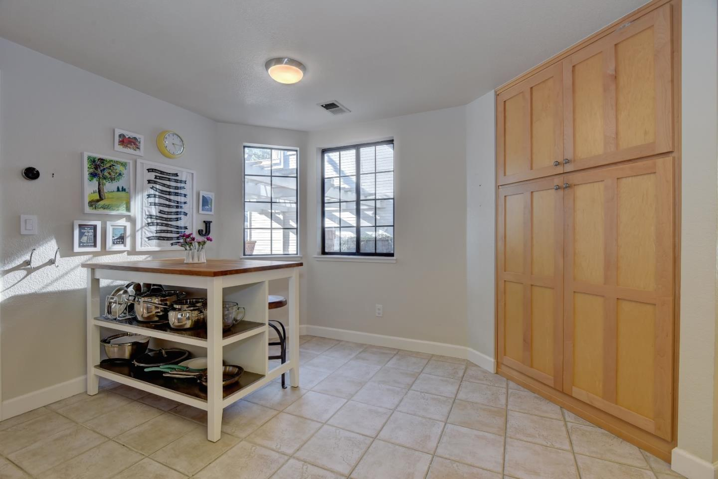Additional photo for property listing at 439 Mountain Laurel Ct  MOUNTAIN VIEW, CALIFORNIA 94043