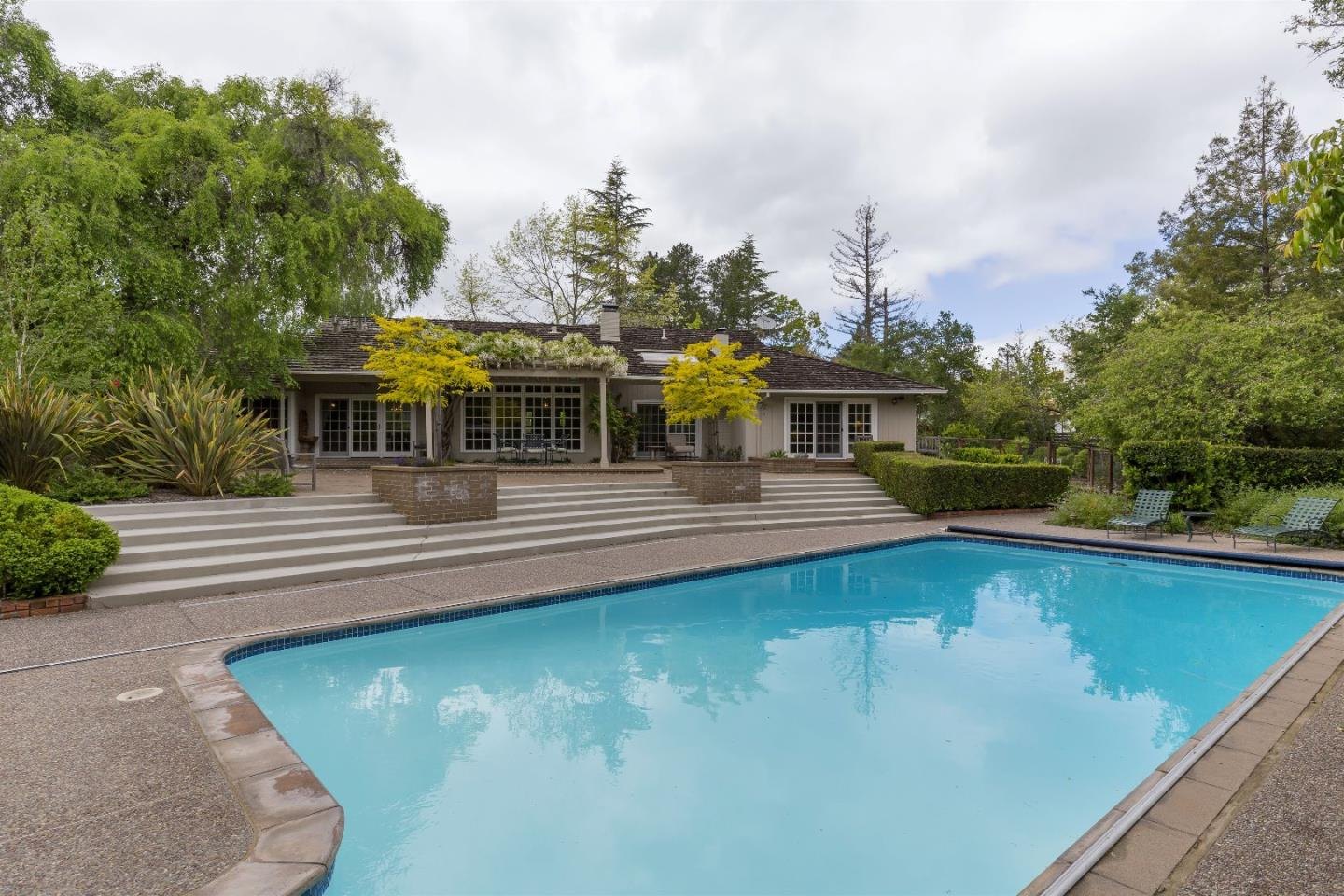 Additional photo for property listing at 331 Fletcher Dr  ATHERTON, CALIFORNIA 94027