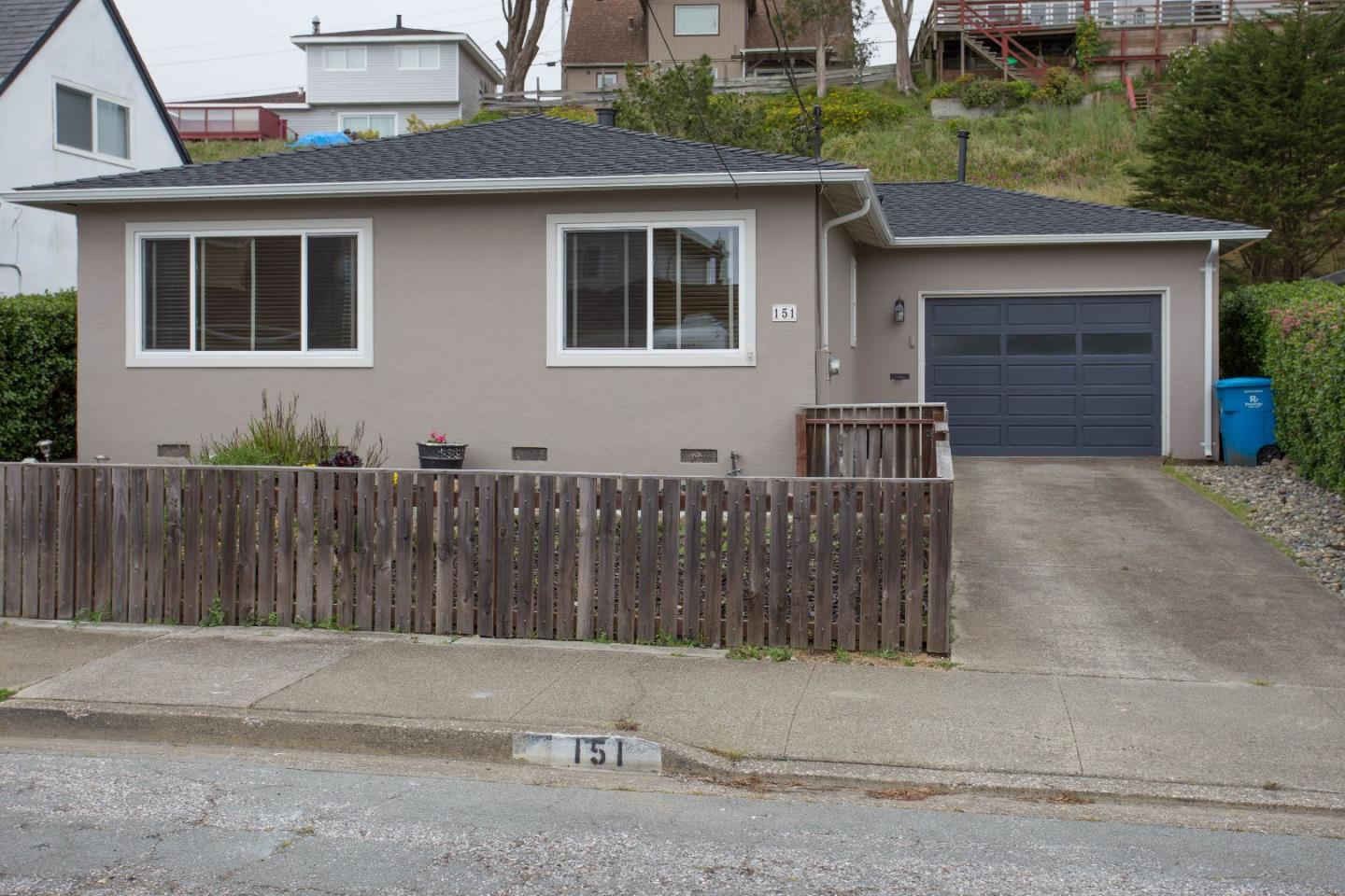 151 lorry ln pacifica ca 94044 mls 81649227 coldwell for Pacifica house