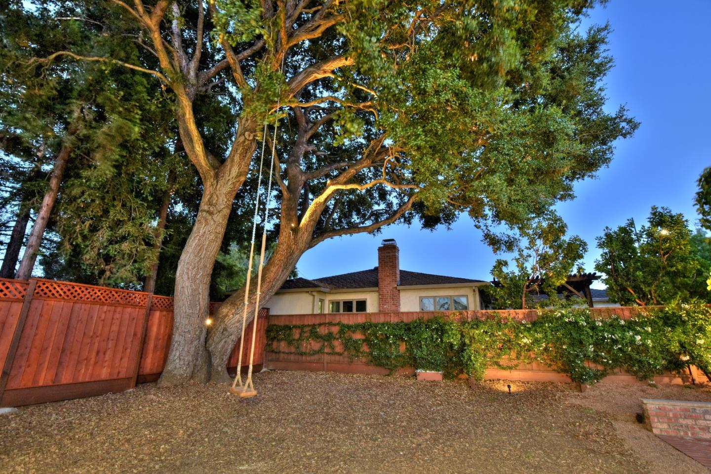 Additional photo for property listing at 1641 Hollingsworth Dr  MOUNTAIN VIEW, CALIFORNIA 94040