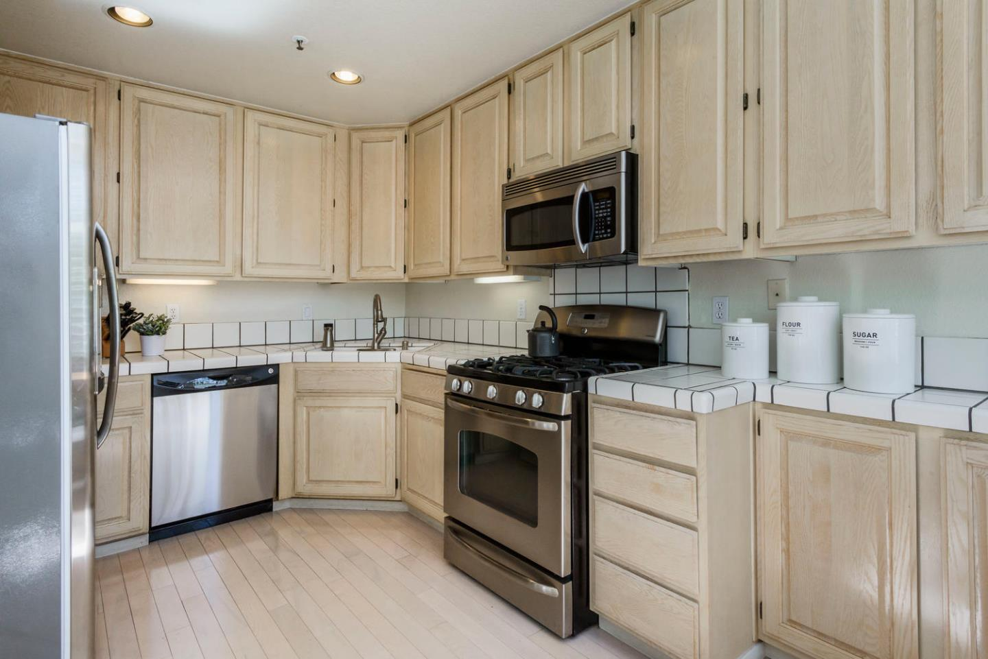 Additional photo for property listing at 851 Columbia Cir 604  REDWOOD CITY, CALIFORNIA 94065
