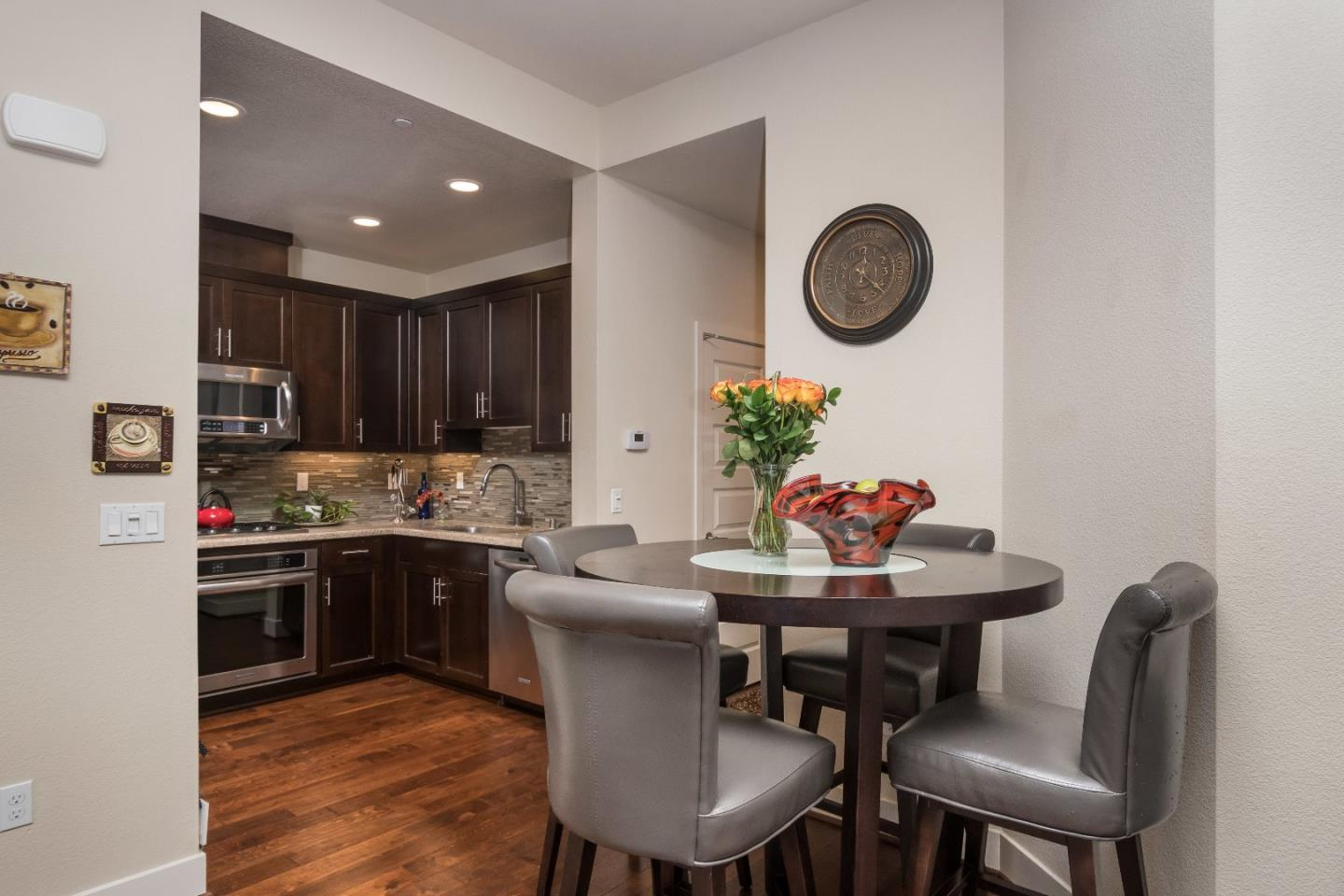 Additional photo for property listing at 2832 Alvarado Ave  SAN MATEO, CALIFORNIA 94403