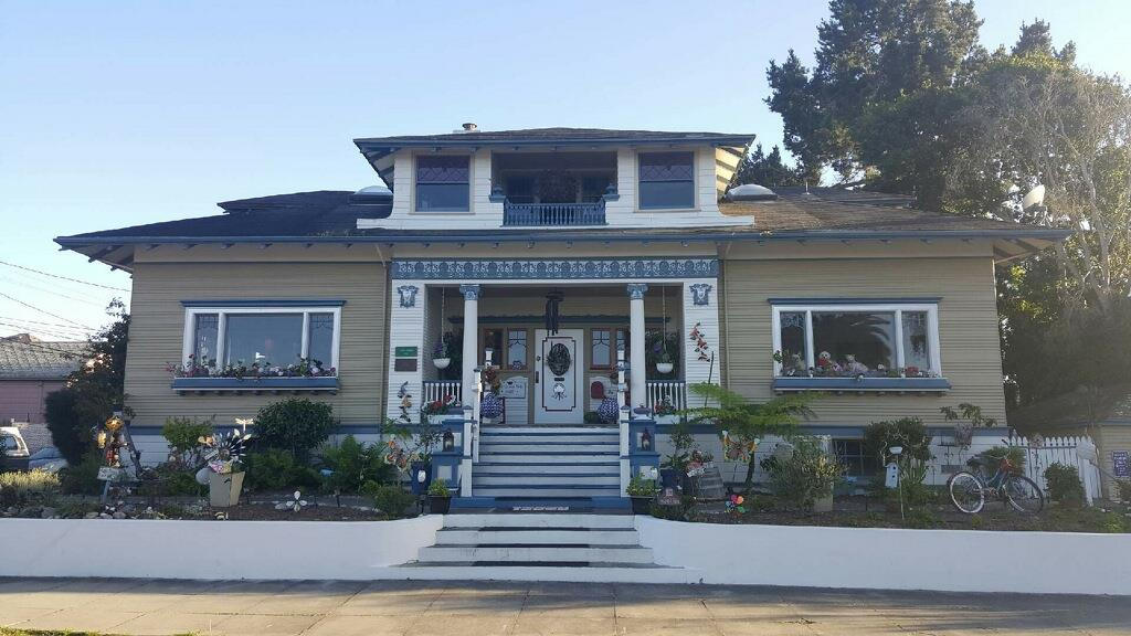 Additional photo for property listing at 605 Pine Ave  PACIFIC GROVE, CALIFORNIA 93950