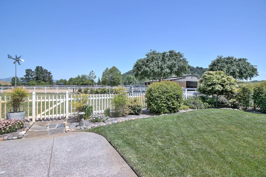 Additional photo for property listing at 10150 Jean Ellen Dr  GILROY, CALIFORNIA 95020
