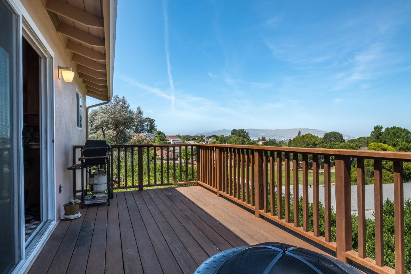 Additional photo for property listing at 22 Bertocchi Ln  MILLBRAE, CALIFORNIA 94030