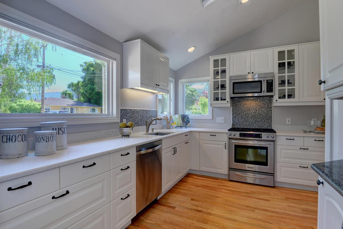 Additional photo for property listing at 481 San Luis Ave  LOS ALTOS, CALIFORNIA 94024