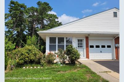 41 Crestwood Parkway #A - Photo 1