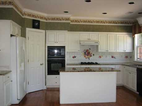 210 Henley Place - Photo 5