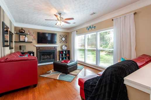 1566 Hascall Dr - Photo 3