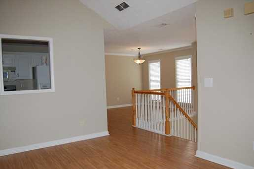 637 Valleyside Drive - Photo 3