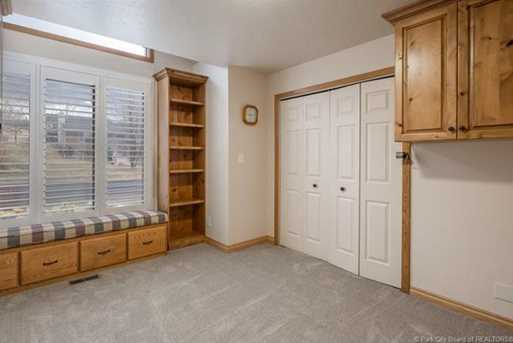 1075 N Valley Dr - Photo 25